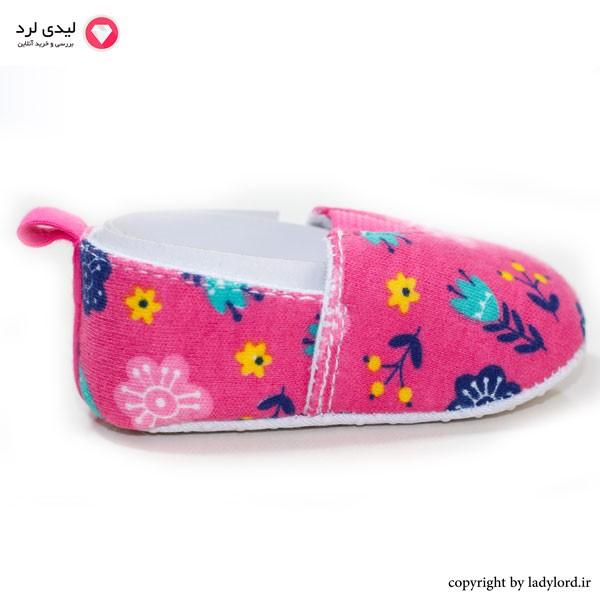 کفش نوزاد رنگ صورتی دخترانه مناسب نوزاد 6 تا 9 ماه